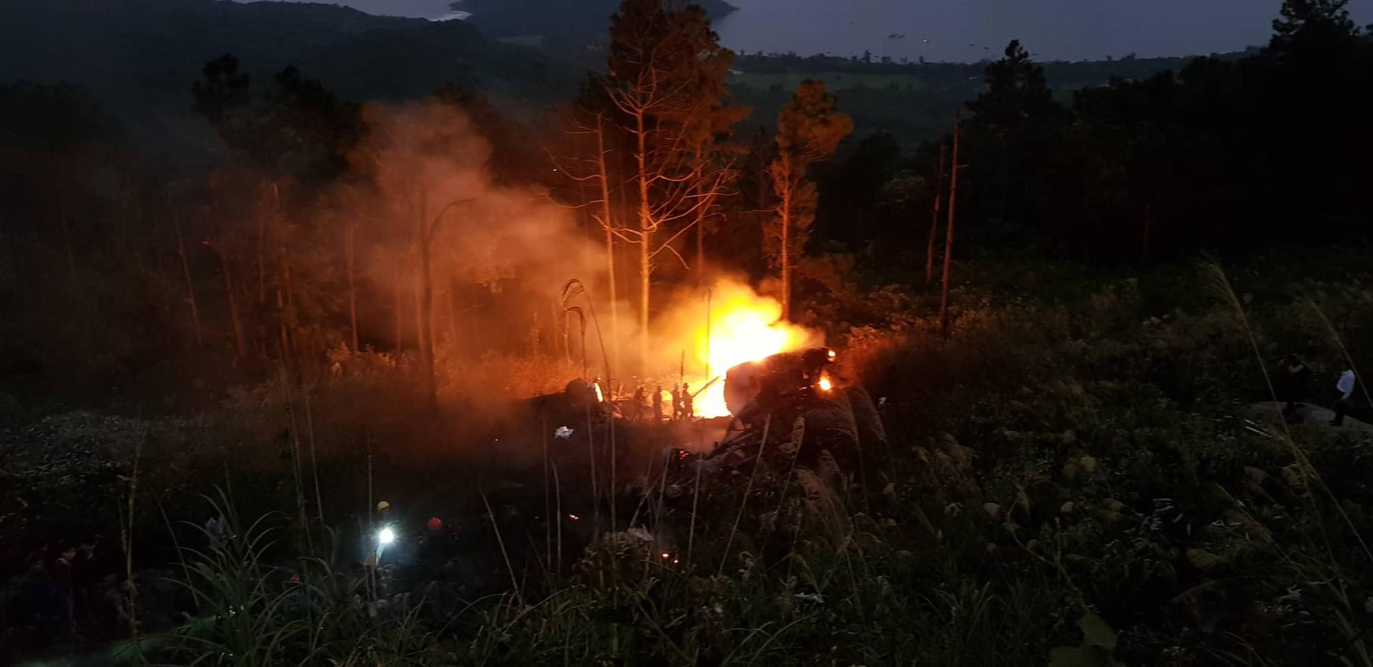 Nóng: Xe bồn chở xăng mất phanh lao xuống đèo Hải Vân bốc cháy dữ dội, nam tài xế tử nạn - Ảnh 3.