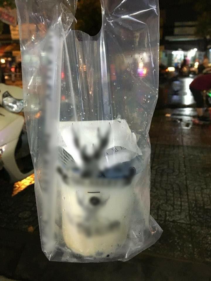 Bác tài xế xe ôm công nghệ khổ sở vì bị bom cốc trà sữa trong đêm mưa ở Sài Gòn: Cuộc đời tôi đâu dám uống đồ mắc quá vậy - Ảnh 3.