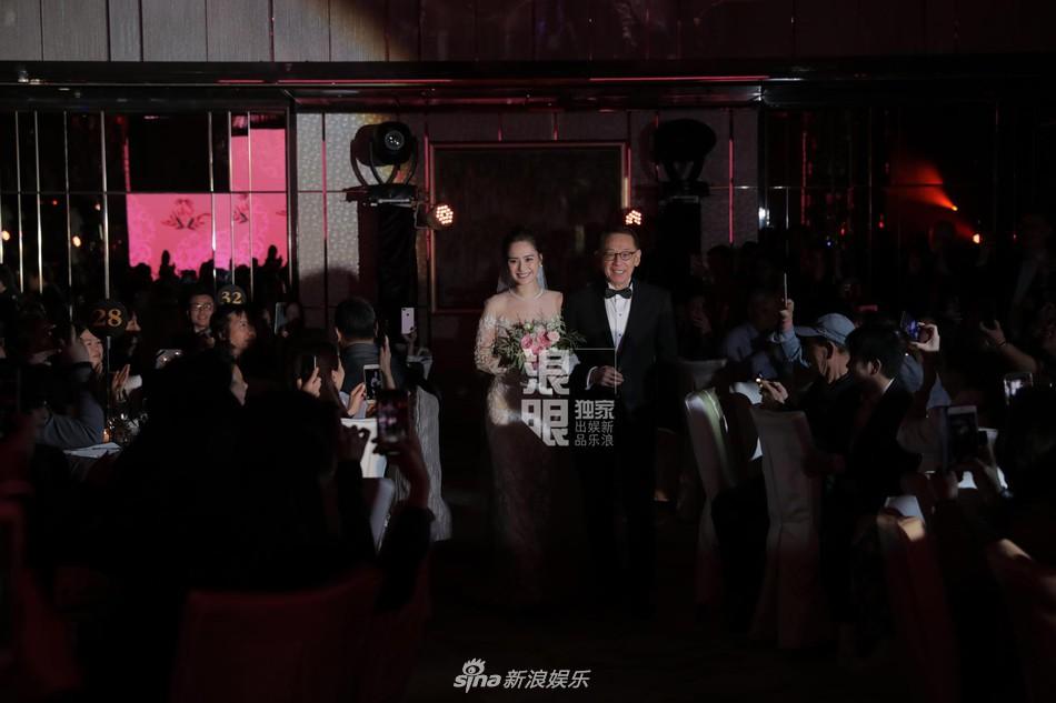 Đám cưới hoành tráng của Chung Hân Đồng: Ông trùm showbiz Hong Kong, con gái tài phiệt Macau cùng dàn sao hạng A tề tựu đông đủ - Ảnh 32.