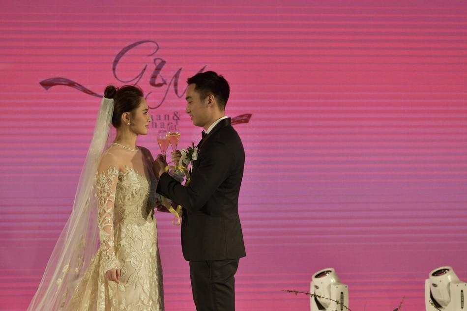 Đám cưới hoành tráng của Chung Hân Đồng: Ông trùm showbiz Hong Kong, con gái tài phiệt Macau cùng dàn sao hạng A tề tựu đông đủ - Ảnh 34.