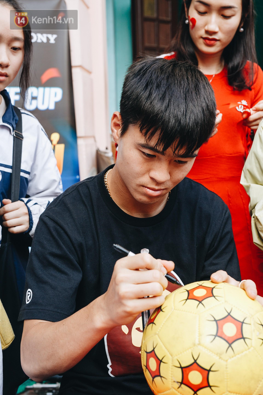Đỗ Duy Mạnh: Chuyện cậu bé nhặt bóng 10 năm trước và người hùng sau vô địch AFF Cup 2018 - Ảnh 4.