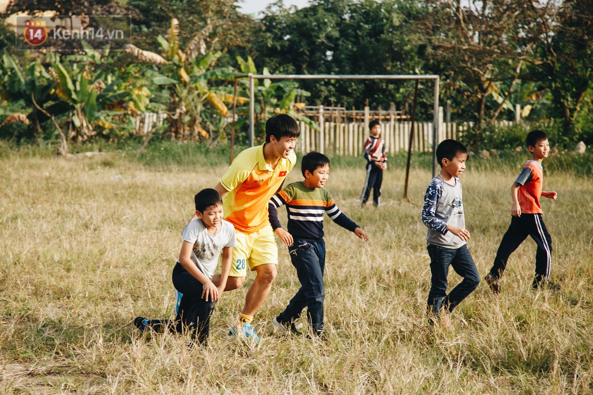 Đỗ Duy Mạnh: Chuyện cậu bé nhặt bóng 10 năm trước và người hùng sau vô địch AFF Cup 2018 - Ảnh 9.