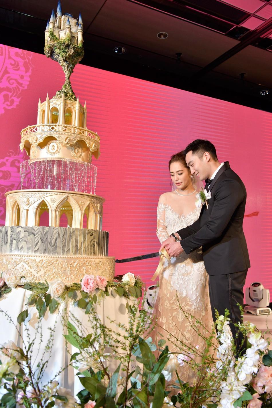 Đám cưới hoành tráng của Chung Hân Đồng: Ông trùm showbiz Hong Kong, con gái tài phiệt Macau cùng dàn sao hạng A tề tựu đông đủ - Ảnh 36.
