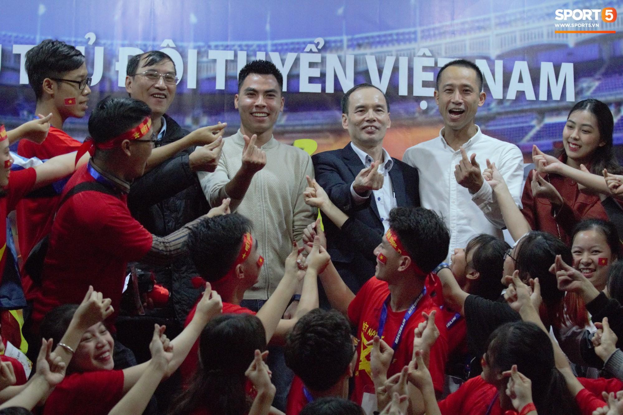 Nhà vô địch Phạm Đức Huy truyền cảm hứng cho sinh viên Học viện Công nghệ Bưu chính Viễn thông - Ảnh 1.