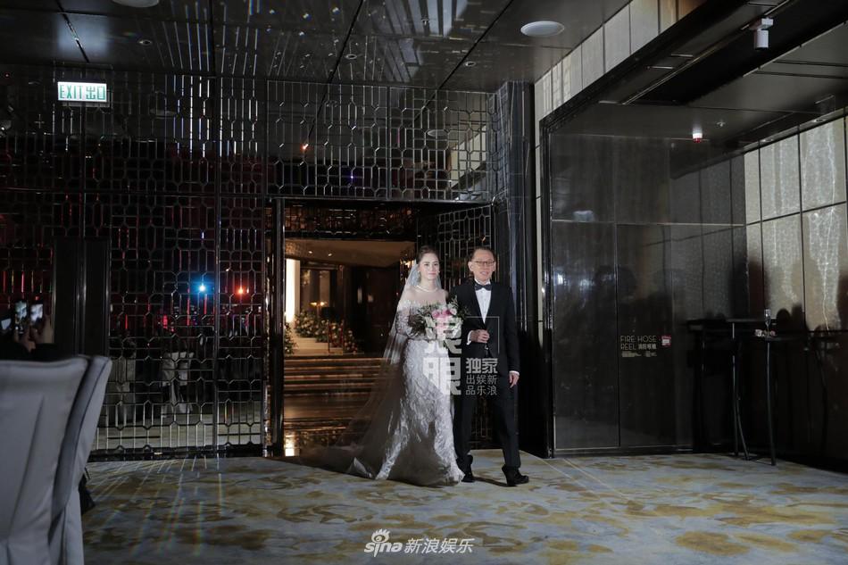 Đám cưới hoành tráng của Chung Hân Đồng: Ông trùm showbiz Hong Kong, con gái tài phiệt Macau cùng dàn sao hạng A tề tựu đông đủ - Ảnh 33.