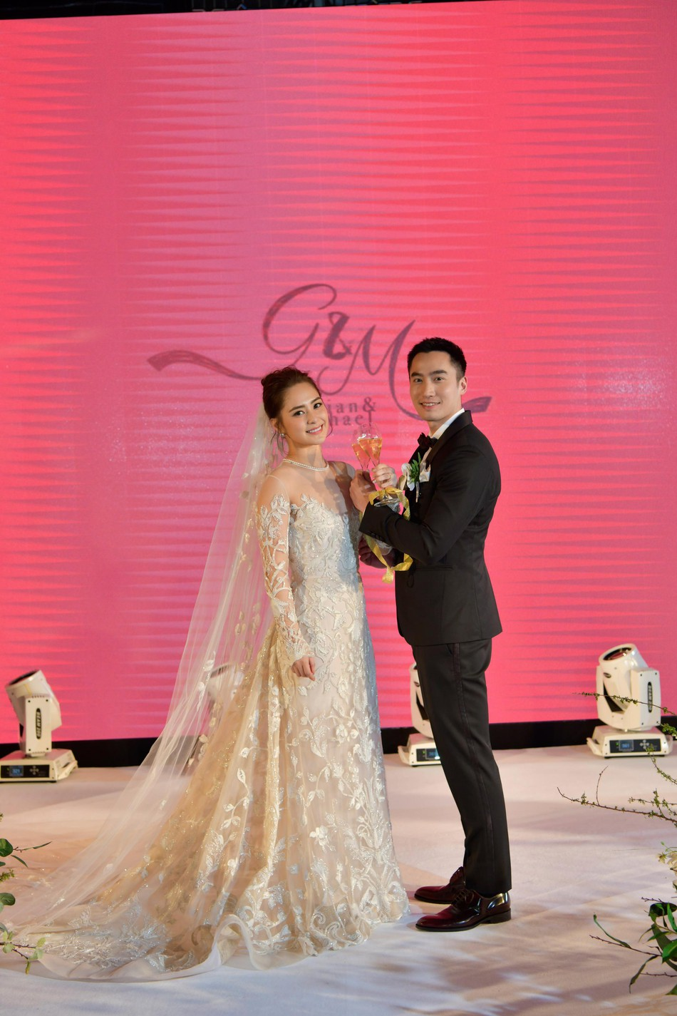 Đám cưới hoành tráng của Chung Hân Đồng: Ông trùm showbiz Hong Kong, con gái tài phiệt Macau cùng dàn sao hạng A tề tựu đông đủ - Ảnh 37.