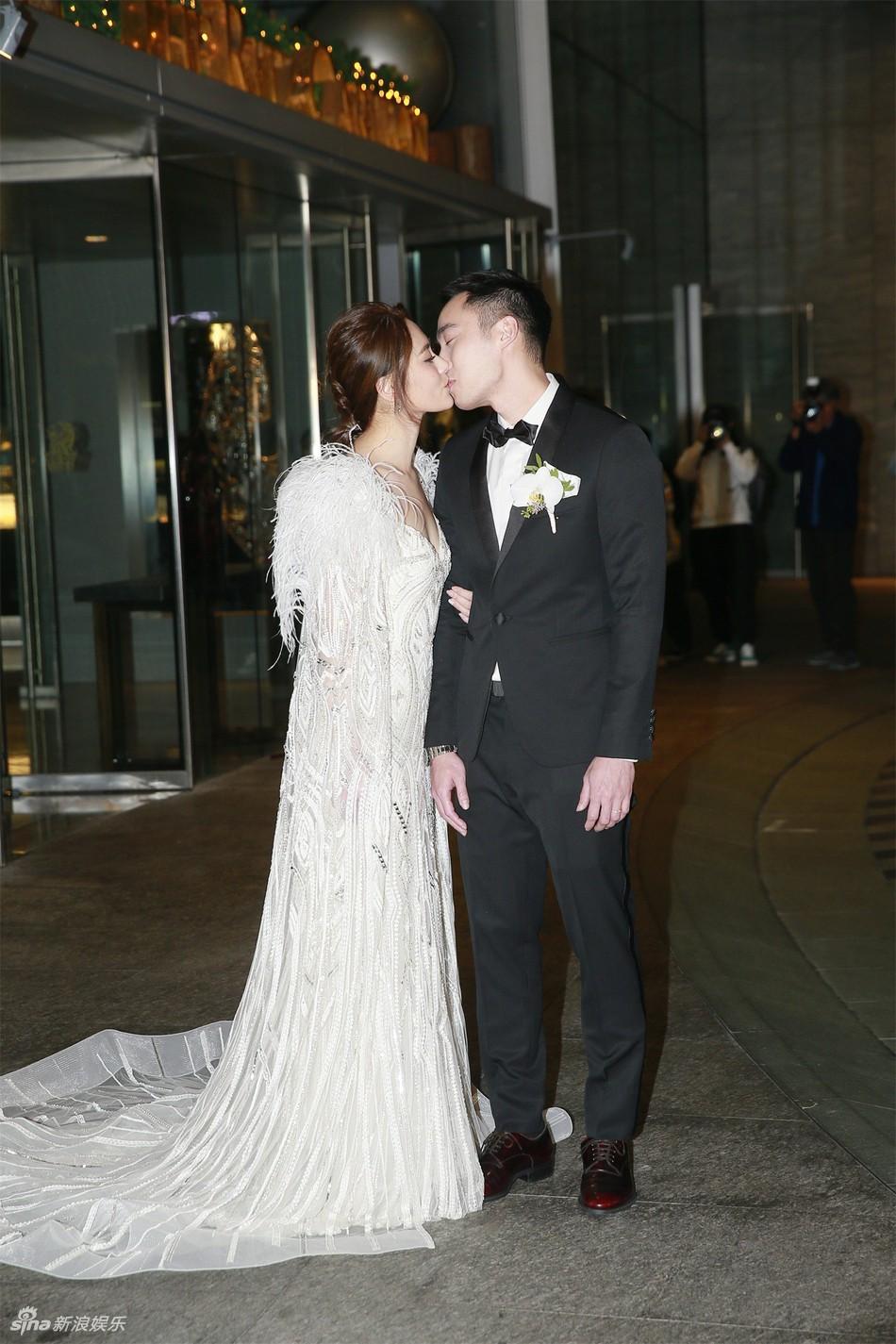 Đám cưới hoành tráng của Chung Hân Đồng: Ông trùm showbiz Hong Kong, con gái tài phiệt Macau cùng dàn sao hạng A tề tựu đông đủ - Ảnh 4.