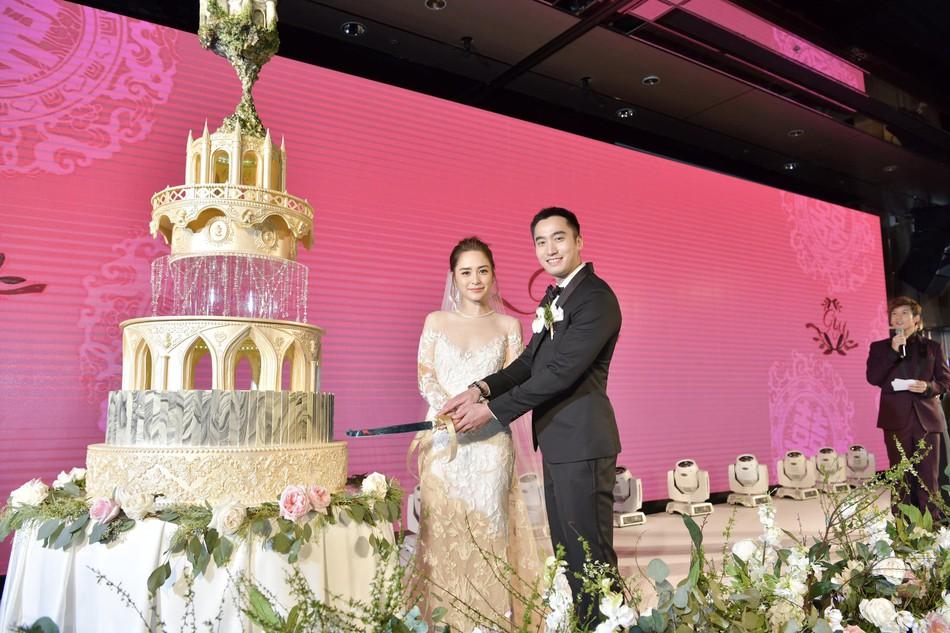 Đám cưới hoành tráng của Chung Hân Đồng: Ông trùm showbiz Hong Kong, con gái tài phiệt Macau cùng dàn sao hạng A tề tựu đông đủ - Ảnh 38.