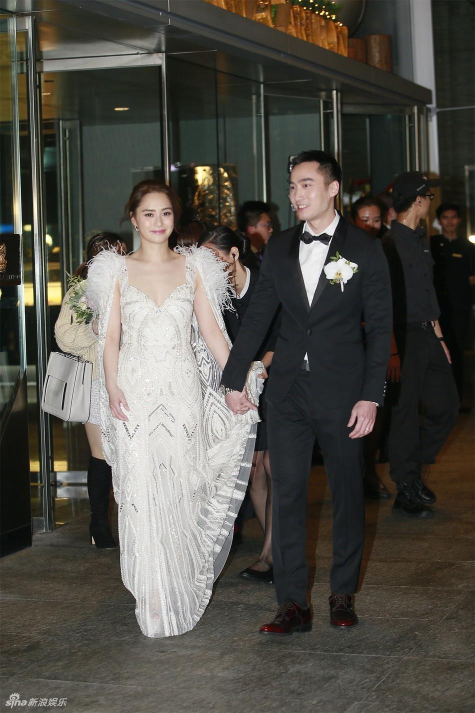 Đám cưới hoành tráng của Chung Hân Đồng: Ông trùm showbiz Hong Kong, con gái tài phiệt Macau cùng dàn sao hạng A tề tựu đông đủ - Ảnh 2.