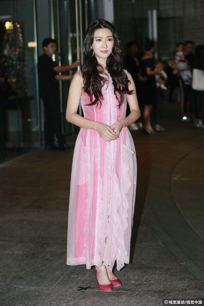 Đám cưới hoành tráng của Chung Hân Đồng: Ông trùm showbiz Hong Kong, con gái tài phiệt Macau cùng dàn sao hạng A tề tựu đông đủ - Ảnh 25.