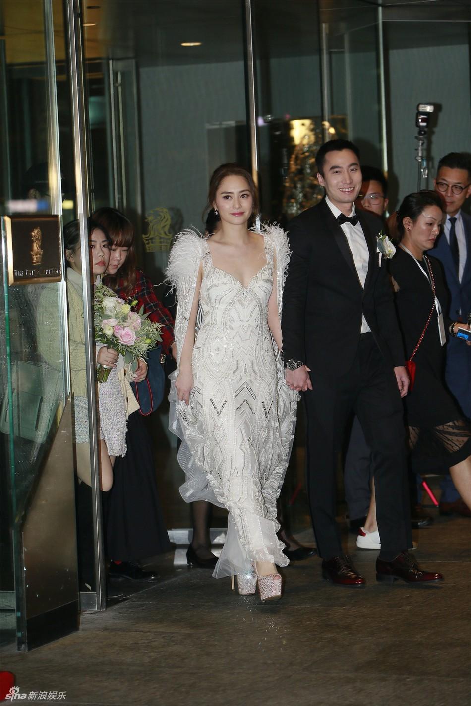 Đám cưới hoành tráng của Chung Hân Đồng: Ông trùm showbiz Hong Kong, con gái tài phiệt Macau cùng dàn sao hạng A tề tựu đông đủ - Ảnh 3.