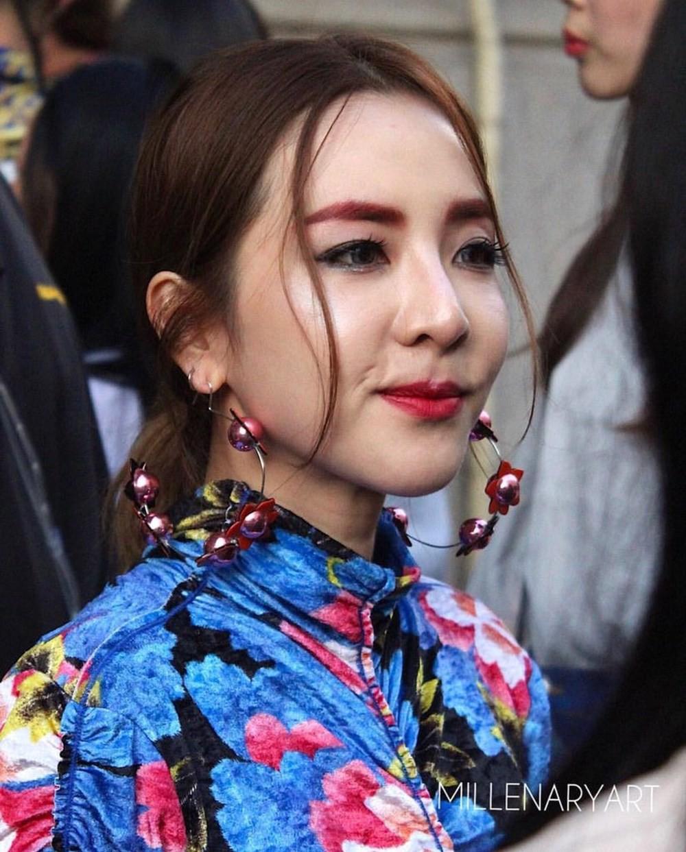Top khoảnh khắc kém sắc gây sốc của dàn đại mỹ nhân năm 2018: Park Min Young, Nhiệt Ba phải chào thua mỹ nhân này? - Ảnh 2.