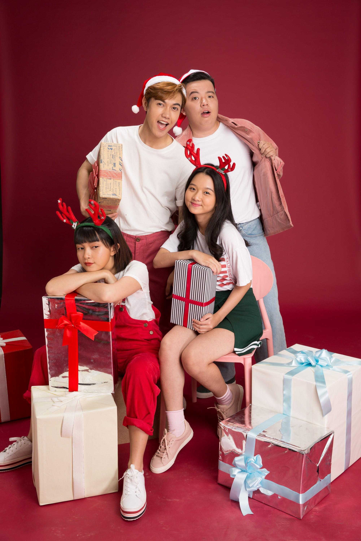 Thanh Mỹ và bạn diễn JSol trong Tình Đầu Thơ Ngây nhắng nhít ở bộ ảnh đón Giáng Sinh bên nhau - Ảnh 1.