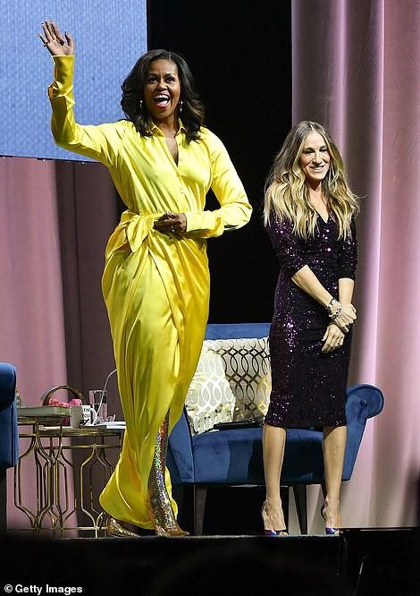 Bộ váy hoàng kim và đôi boot ma thuật lấp lánh của bà Michelle Obama là tâm điểm MXH Mỹ lúc này - Ảnh 5.