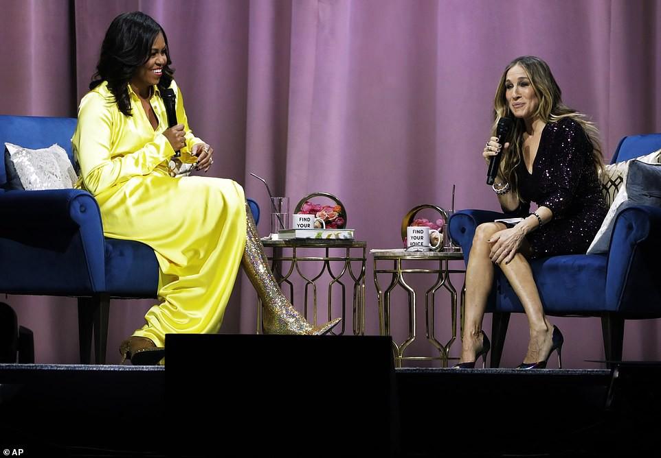 Bộ váy hoàng kim và đôi boot ma thuật lấp lánh của bà Michelle Obama là tâm điểm MXH Mỹ lúc này - Ảnh 6.