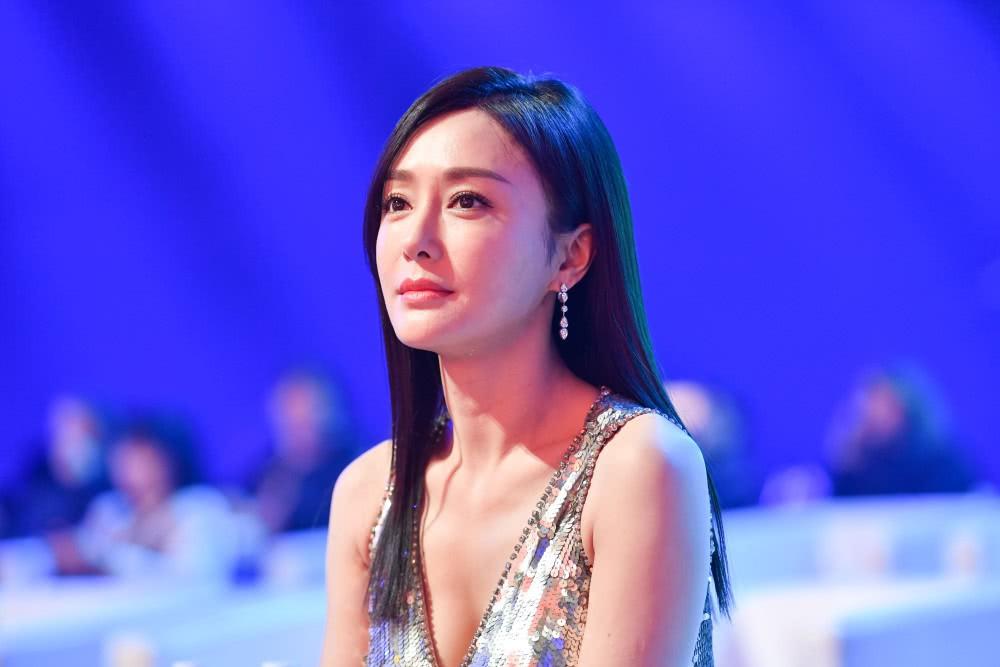 Hoàng hậu Tần Lam gây sốt với vòng một nóng bỏng cùng nhan sắc thời kỳ đỉnh cao - Ảnh 5.