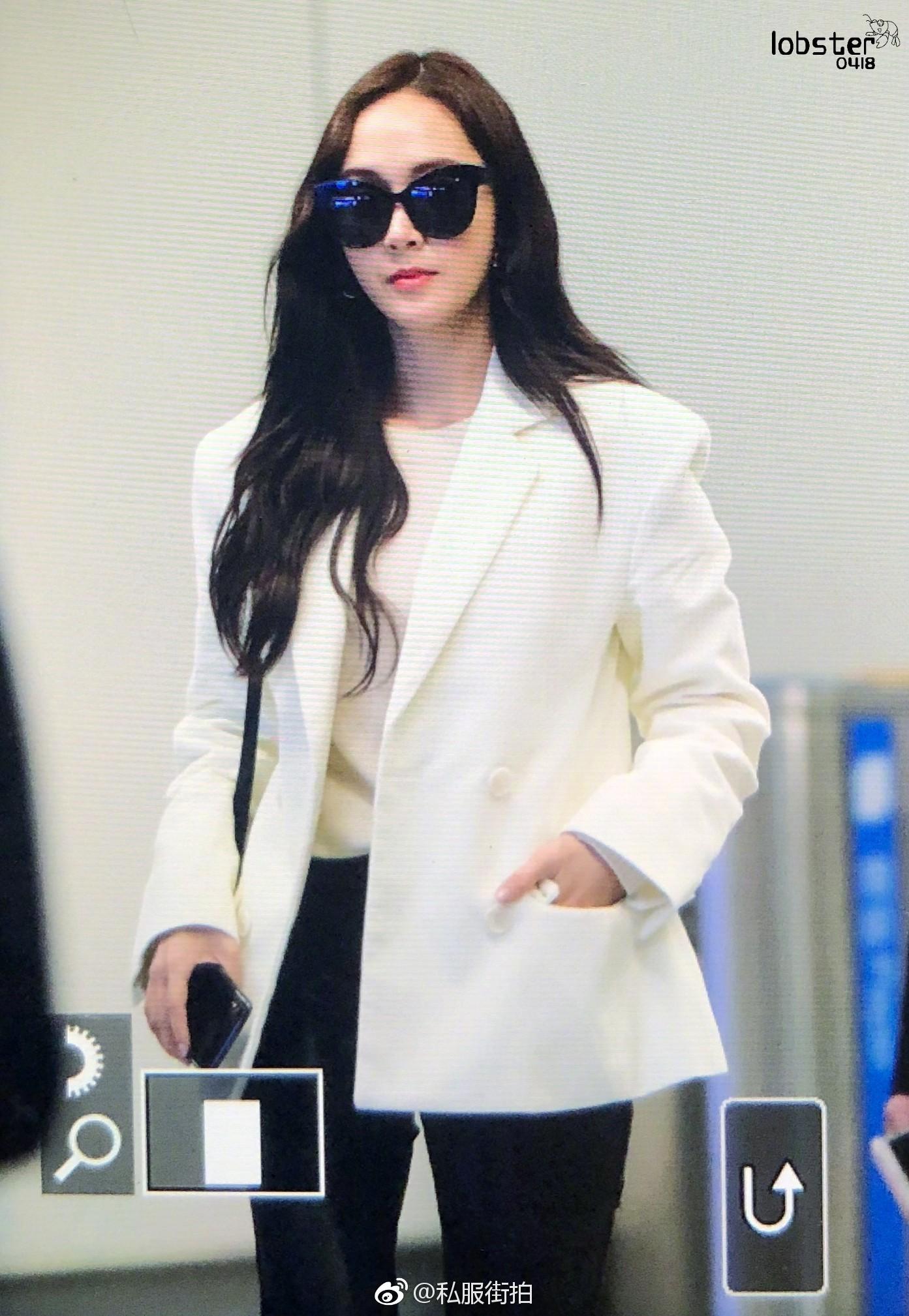 """Chỉ là blazer trắng mà có cả chục cách mix khác biệt, Jessica Jung quả xứng danh """"cao thủ mặc đẹp"""" - Ảnh 10."""