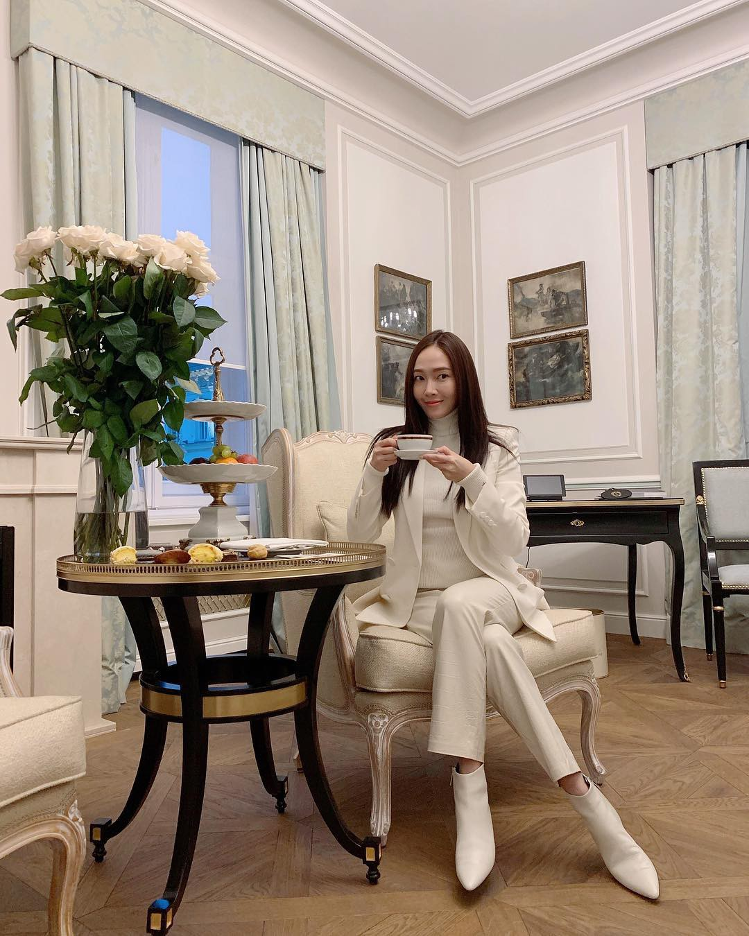 """Chỉ là blazer trắng mà có cả chục cách mix khác biệt, Jessica Jung quả xứng danh """"cao thủ mặc đẹp"""" - Ảnh 4."""