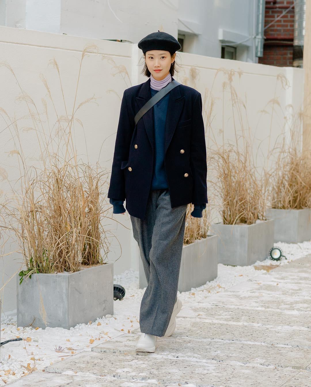 Nếu đã chán cách ăn mặc basic, bạn hãy xem ngay street style không đụng hàng mà lại dễ áp dụng của Hàn - Ảnh 6.