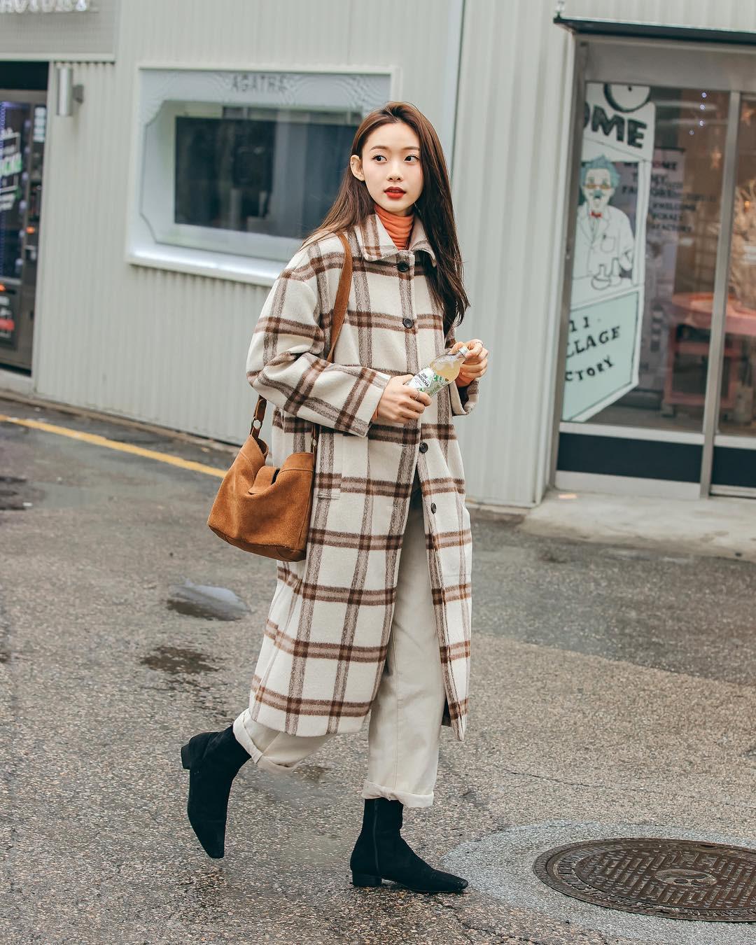 Nếu đã chán cách ăn mặc basic, bạn hãy xem ngay street style không đụng hàng mà lại dễ áp dụng của Hàn - Ảnh 7.