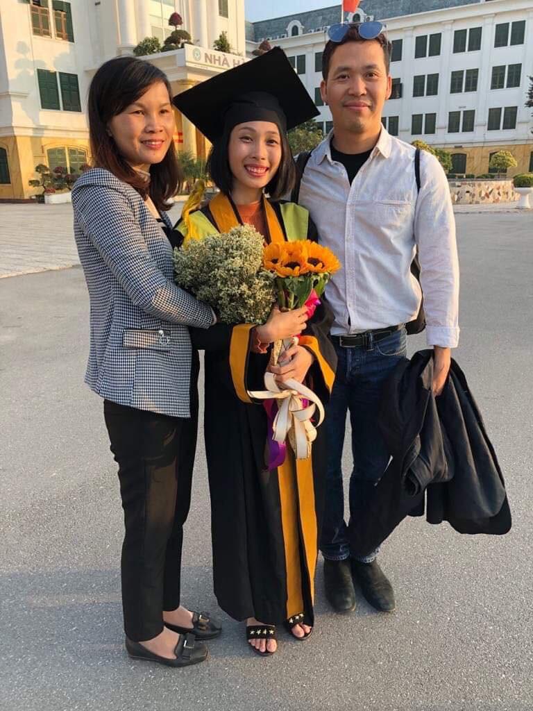 Cô gái ung thư 22 tuổi từng diễn vai về chính cuộc đời mình bật khóc ngày nhận bằng tốt nghiệp: Ước mơ của mình đã thành hiện thực rồi - Ảnh 6.