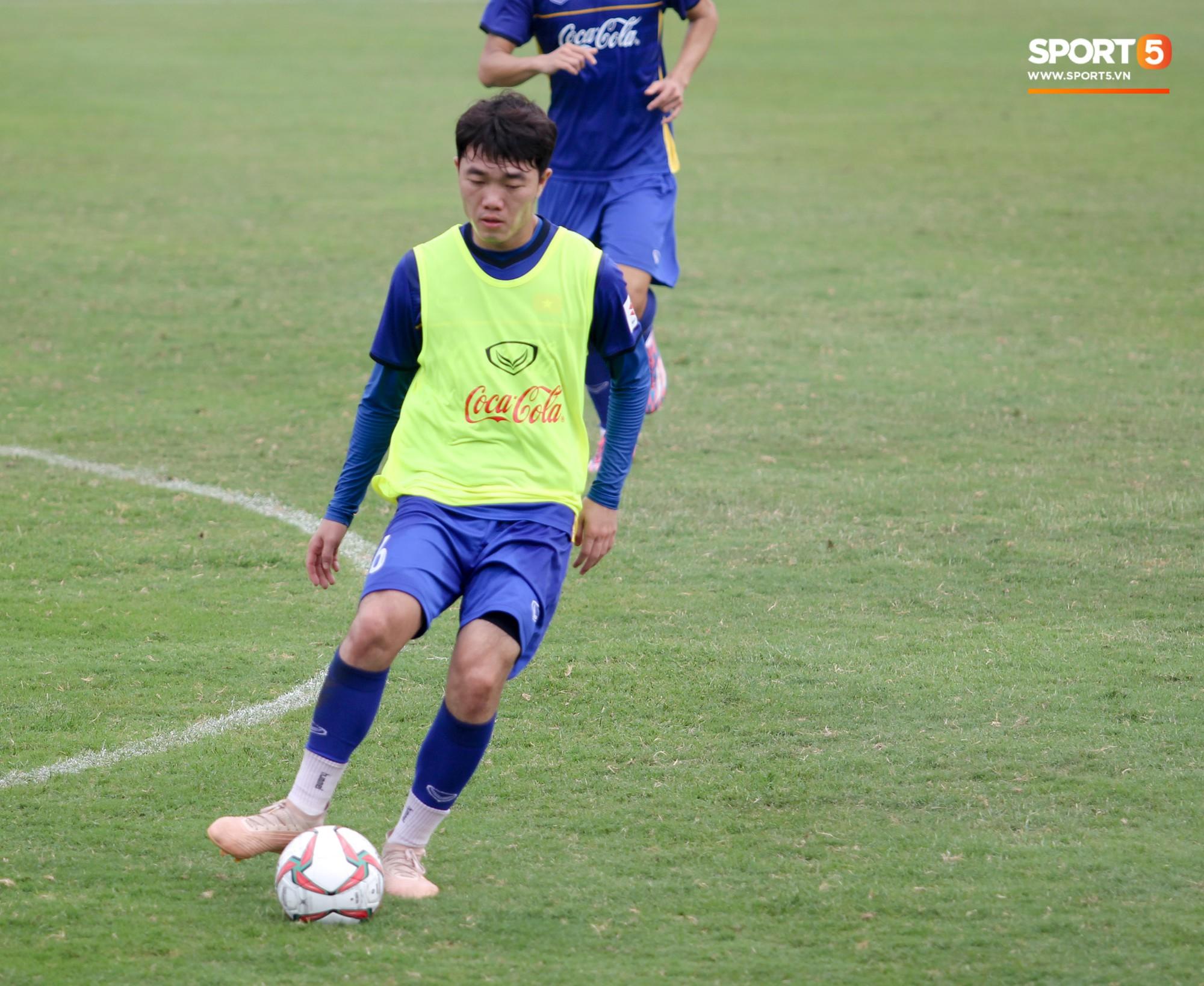 Xuân Trường nỗ lực không ngừng trong buổi tập đầu tiên hướng tới Asian Cup 2019 - Ảnh 10.
