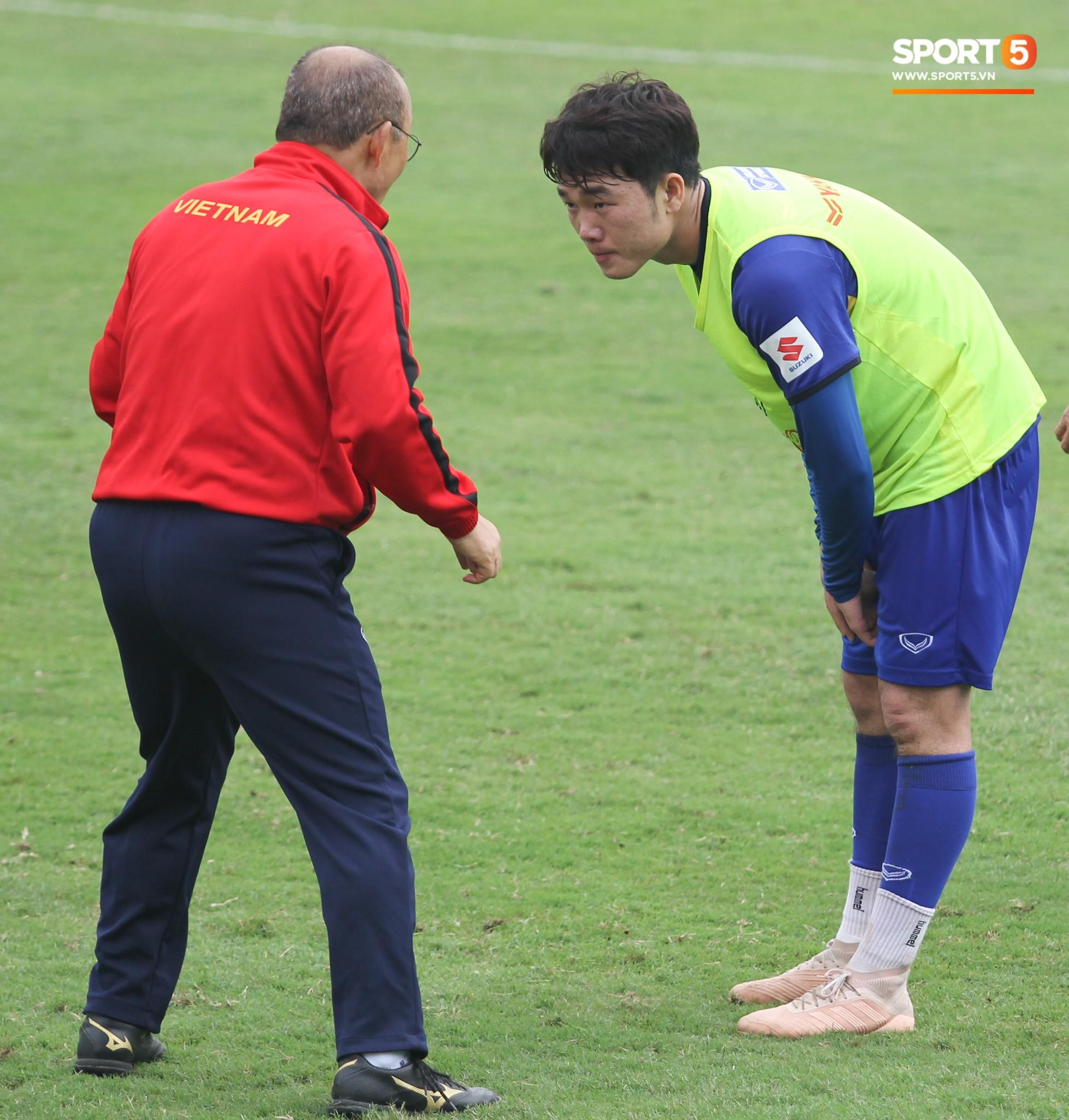 Xuân Trường nỗ lực không ngừng trong buổi tập đầu tiên hướng tới Asian Cup 2019 - Ảnh 2.