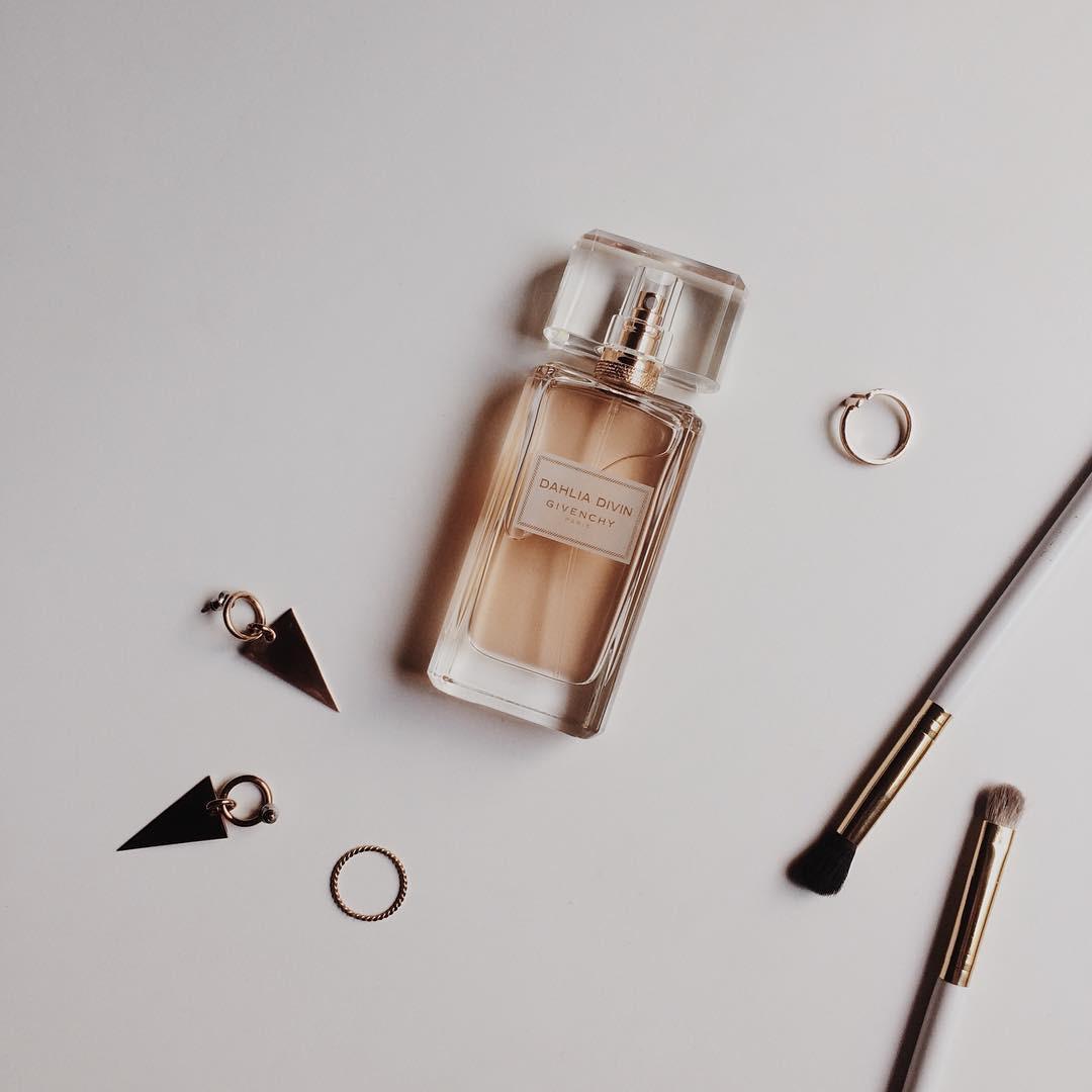8 chai nước hoa được các beauty editor diện quanh năm vì mùi hương tuyệt vời hợp cả đông lẫn hè - Ảnh 2.