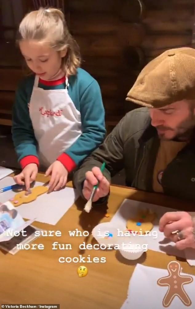 Đi chơi Giáng sinh cùng cả nhà, Harper Beckham háo hức cực dễ thương khi gặp ông già Noel - Ảnh 5.