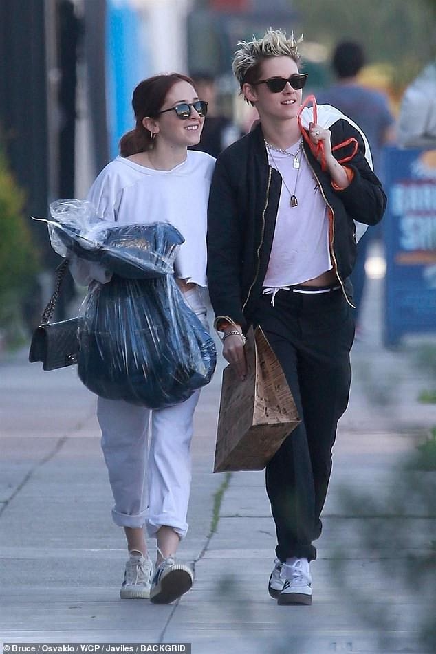 Kristen Stewart đã chia tay thiên thần Victorias Secret và công khai hẹn hò cô gái mới trên phố - Ảnh 7.