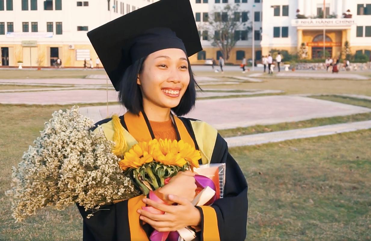 Cô gái ung thư 22 tuổi từng diễn vai về chính cuộc đời mình bật khóc ngày nhận bằng tốt nghiệp: Ước mơ của mình đã thành hiện thực rồi - Ảnh 9.