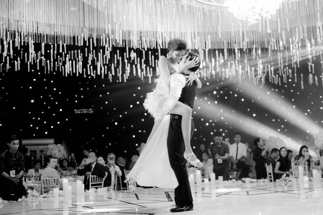 Điểm lại 5 đám cưới đình đám nhất showbiz Việt năm 2018: Xa hoa, lãng mạn và được bảo vệ nghiêm ngặt tới từng chi tiết - Ảnh 7.