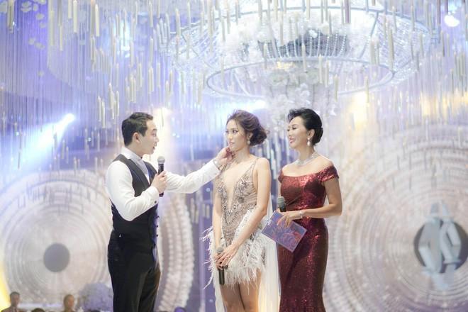 Điểm lại 5 đám cưới đình đám nhất showbiz Việt năm 2018: Xa hoa, lãng mạn và được bảo vệ nghiêm ngặt tới từng chi tiết - Ảnh 8.