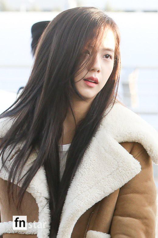 Hội quý tộc Black Pink lại gây náo loạn sân bay: Jennie sang chảnh, Jisoo quá đẹp nhưng nổi nhất là thành viên này - Ảnh 5.
