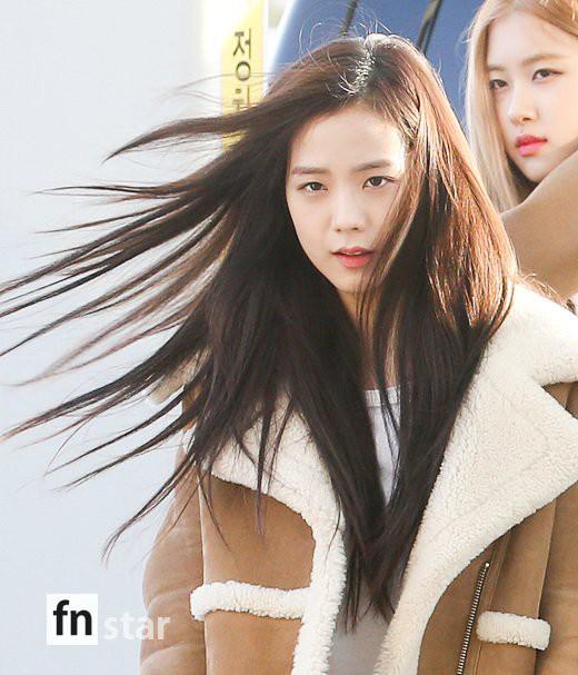 Hội quý tộc Black Pink lại gây náo loạn sân bay: Jennie sang chảnh, Jisoo quá đẹp nhưng nổi nhất là thành viên này - Ảnh 6.