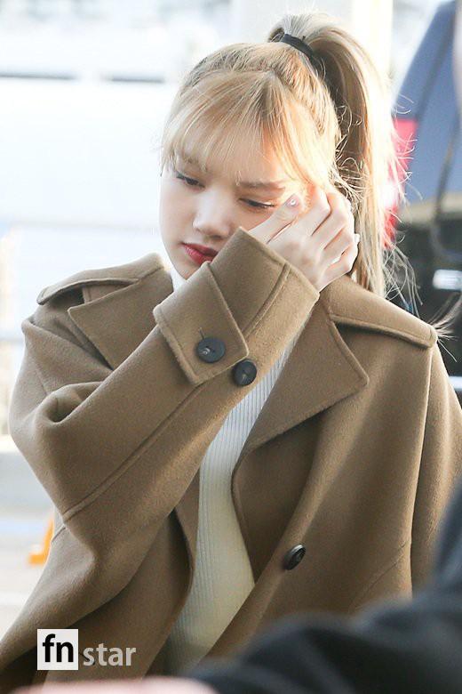 Hội quý tộc Black Pink lại gây náo loạn sân bay: Jennie sang chảnh, Jisoo quá đẹp nhưng nổi nhất là thành viên này - Ảnh 12.