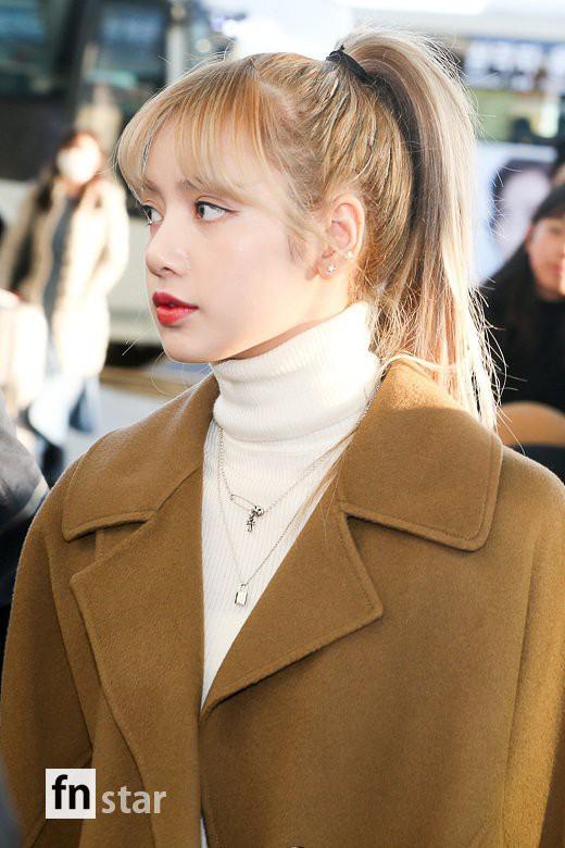 Hội quý tộc Black Pink lại gây náo loạn sân bay: Jennie sang chảnh, Jisoo quá đẹp nhưng nổi nhất là thành viên này - Ảnh 13.