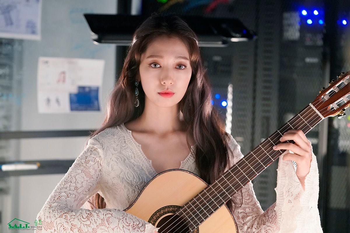 Trở lại với nhan sắc đỉnh cao, Park Shin Hye gây sốt vì đẹp như nữ thần bước ra từ truyện thần thoại ở hậu trường - Ảnh 6.