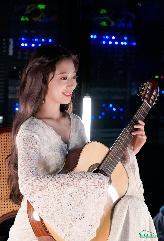 Trở lại với nhan sắc đỉnh cao, Park Shin Hye gây sốt vì đẹp như nữ thần bước ra từ truyện thần thoại ở hậu trường - Ảnh 5.