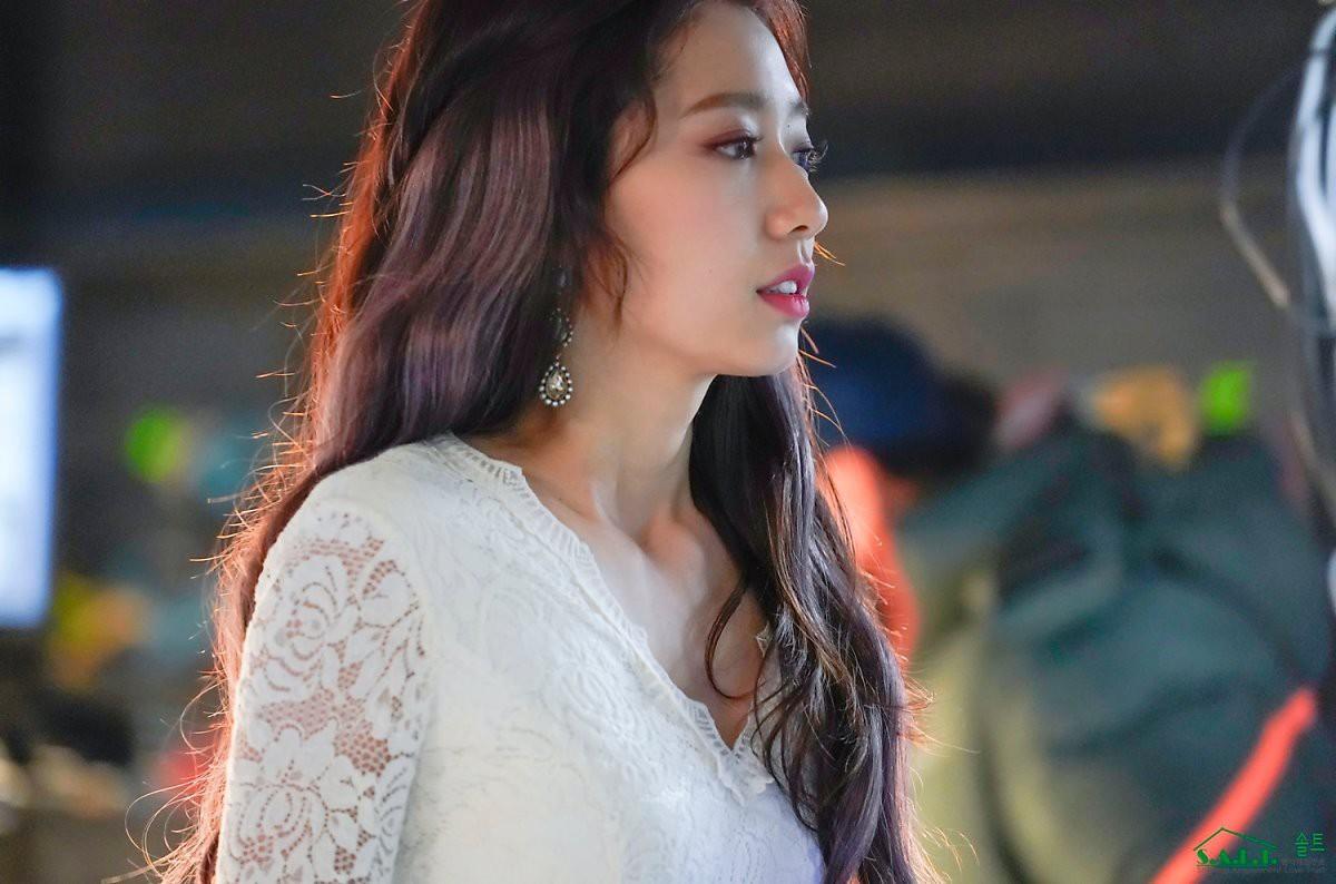 Trở lại với nhan sắc đỉnh cao, Park Shin Hye gây sốt vì đẹp như nữ thần bước ra từ truyện thần thoại ở hậu trường - Ảnh 8.