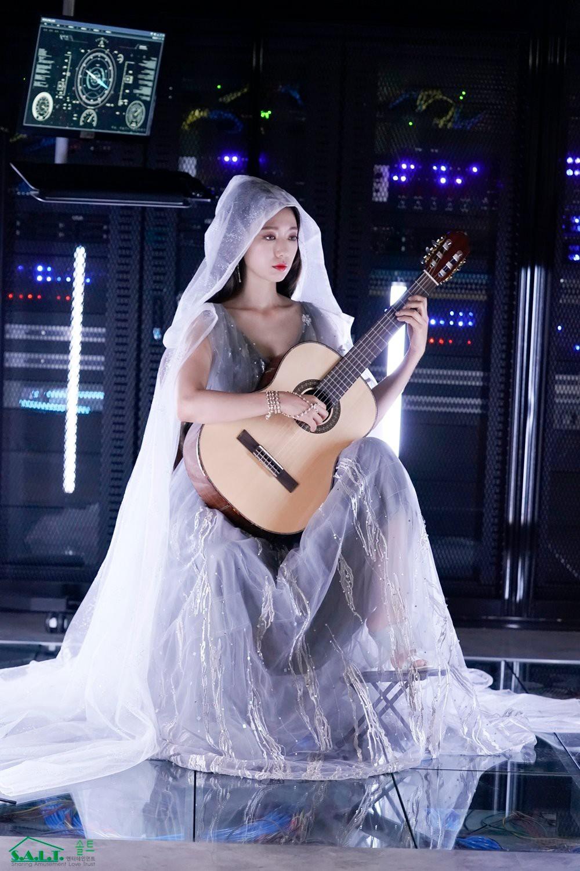 Trở lại với nhan sắc đỉnh cao, Park Shin Hye gây sốt vì đẹp như nữ thần bước ra từ truyện thần thoại ở hậu trường - Ảnh 9.