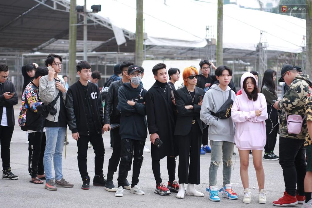 Giới trẻ Việt nô nức đi chơi Sole Ex 2018 - Sự kiện về sneaker và streetwear lớn nhất miền Bắc - Ảnh 2.