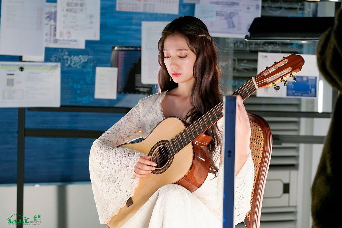 Trở lại với nhan sắc đỉnh cao, Park Shin Hye gây sốt vì đẹp như nữ thần bước ra từ truyện thần thoại ở hậu trường - Ảnh 7.