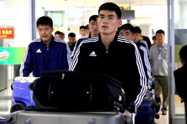 Đội tuyển CHDCND Triều Tiên tới muộn, chỉ tập 1 buổi trước ngày đấu Việt Nam - Ảnh 1.