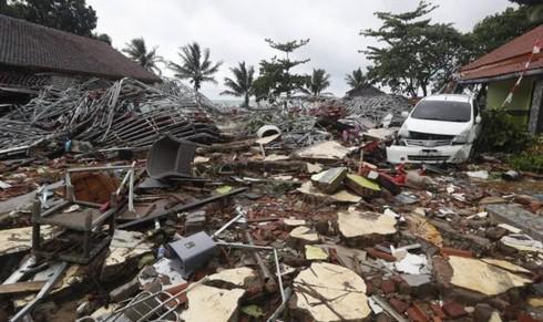 Số người chết vì sóng thần ở Indonesia tăng lên con số 281 người - Ảnh 1.
