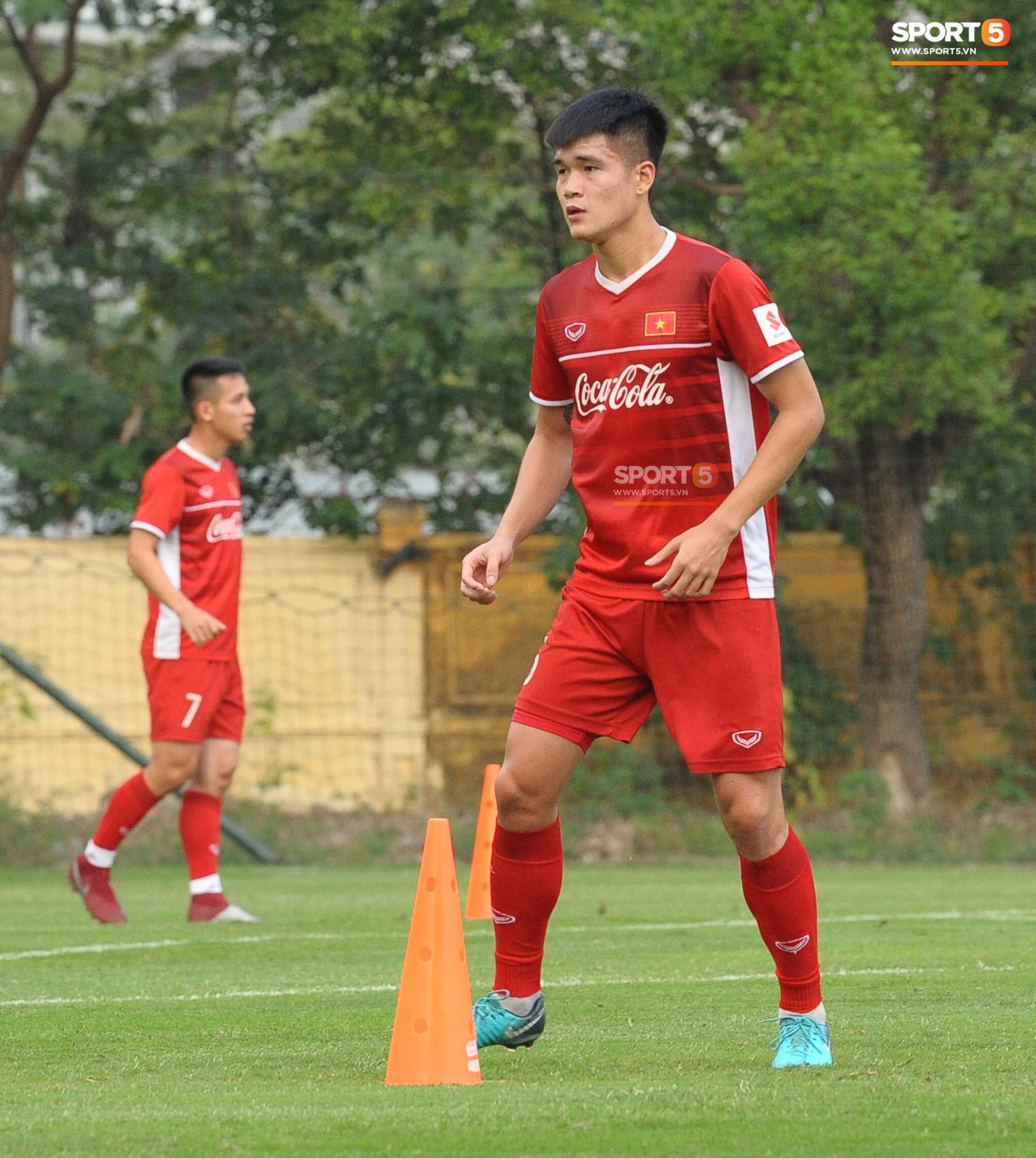 Tâm sự của trung vệ tuyển Việt Nam trong đêm Giáng sinh khiến fan rơi nước mắt - Ảnh 2.