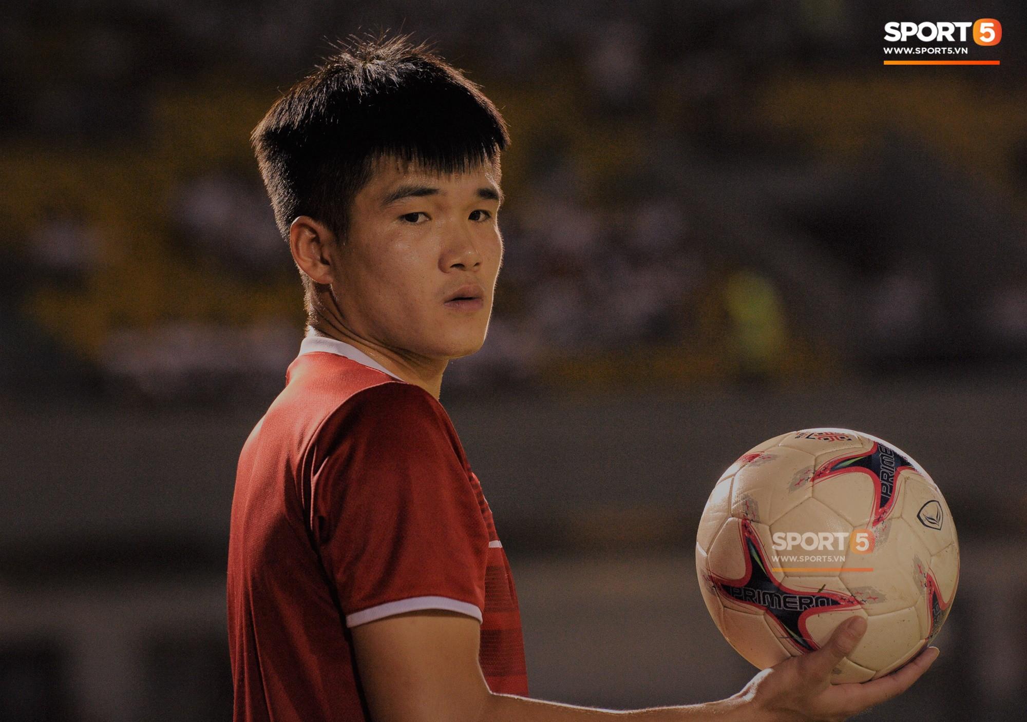Tâm sự của trung vệ tuyển Việt Nam trong đêm Giáng sinh khiến fan rơi nước mắt - Ảnh 1.