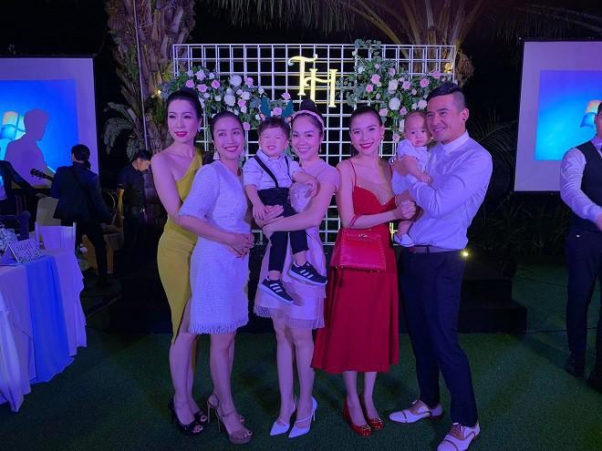 Trương Nam Thành và bà xã doanh nhân đám cưới ở Sài Gòn đúng đêm Noel, hình ảnh cô dâu được giữ kín - Ảnh 5.
