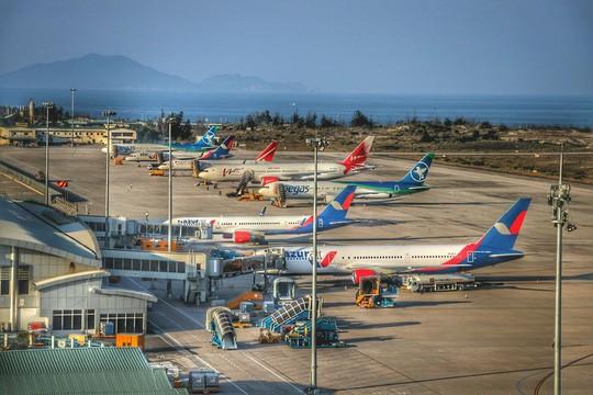 Đình chỉ tổ bay, dừng tăng chuyến với hãng Vietjet sau vụ đáp nhầm đường băng chưa khai thác ở Cam Ranh - Ảnh 1.