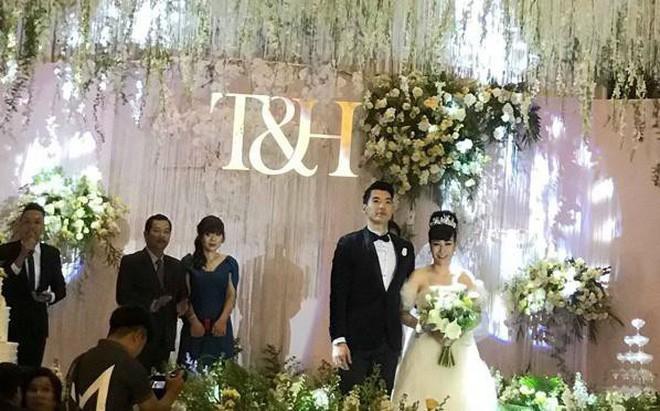 Trương Nam Thành và bà xã doanh nhân đám cưới ở Sài Gòn đúng đêm Noel, hình ảnh cô dâu được giữ kín - Ảnh 6.